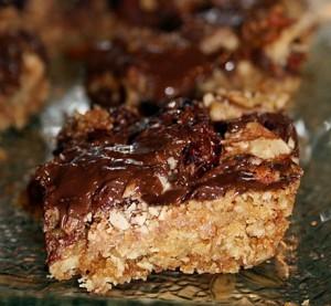Овсяные пирожные со сгущенкой и орехами