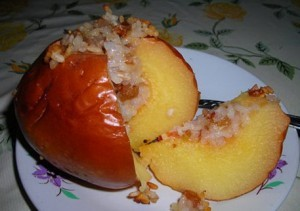 Ореховый десерт с айвой