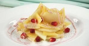 Сладкий сырный салат с фруктами