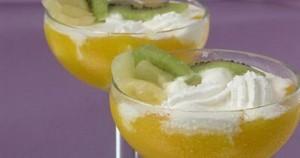 Персики и киви с мороженым