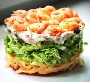 Порционный салат с креветками и шампиньонами